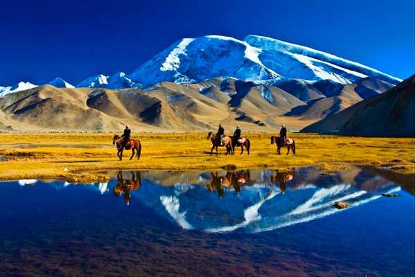 12 Days Southern Xinjiang & Taklamkan Desert highway adventure